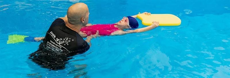 הידרותרפיה - שחייה טיפולית לילדים ונוער