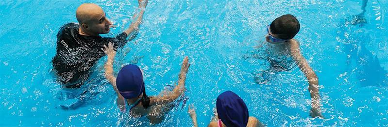 חוג שחייה לילדים